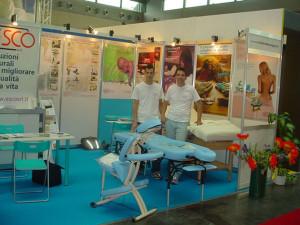 Pierangelo e Fabio con i nostri lettini e la sedia ergonomica TopTerapy